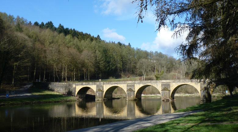 De Saint Nicolas brug over de Semois