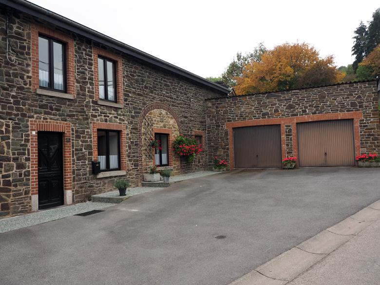 de eerste huizen in Rendeux-Haut
