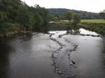 oeverpad en brug bij Rendeux-Bas