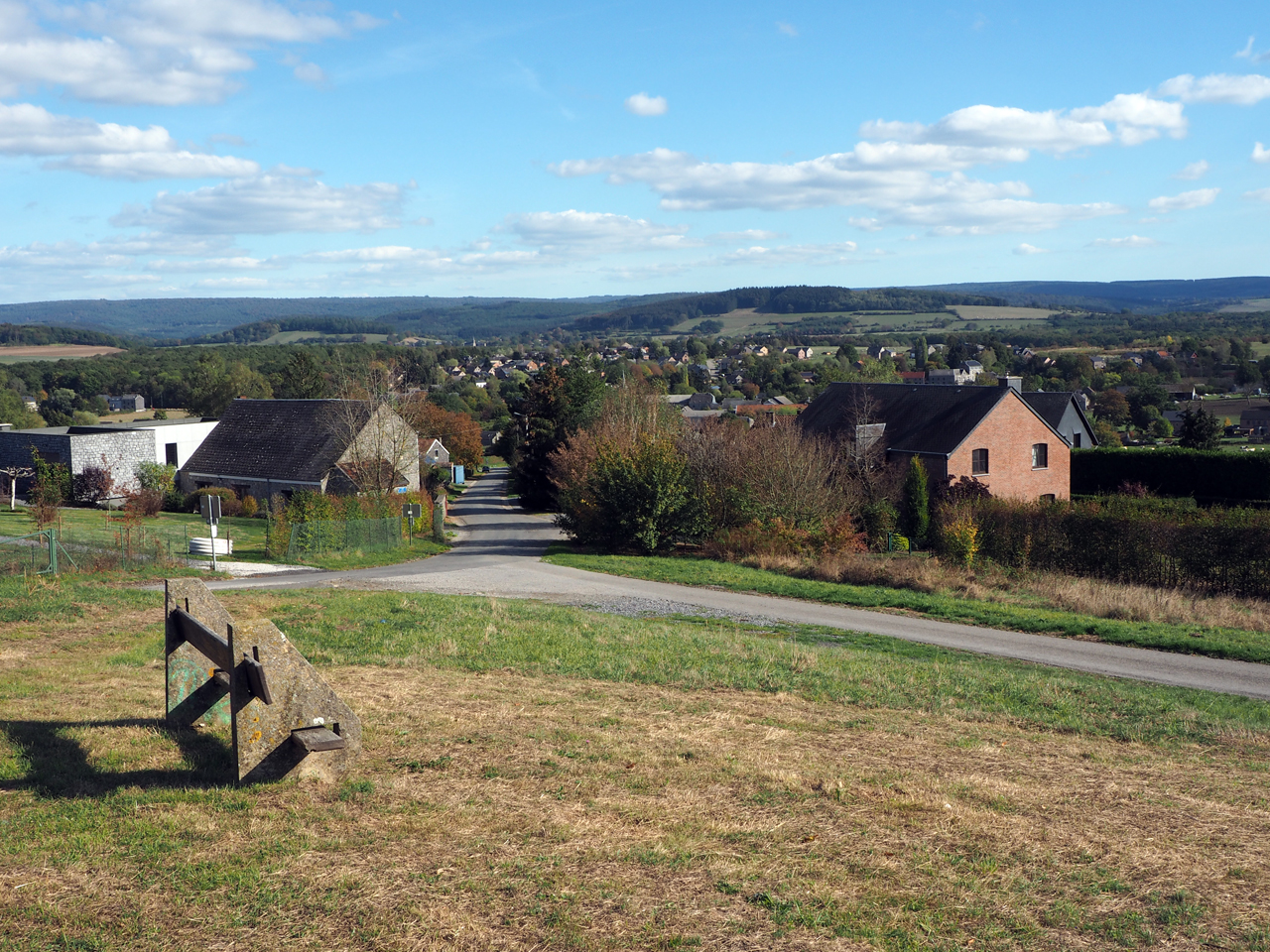uitzichtheuvel aan de rand van het dorp
