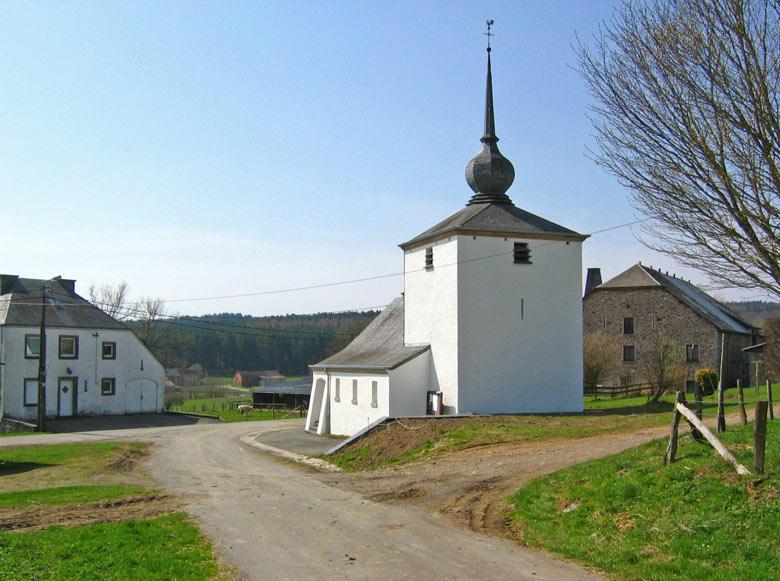 fraai wit kerkje in Bonnerue
