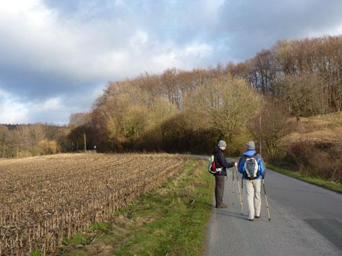 linksaf op weg naar Naturschutzgebiet Silberberg