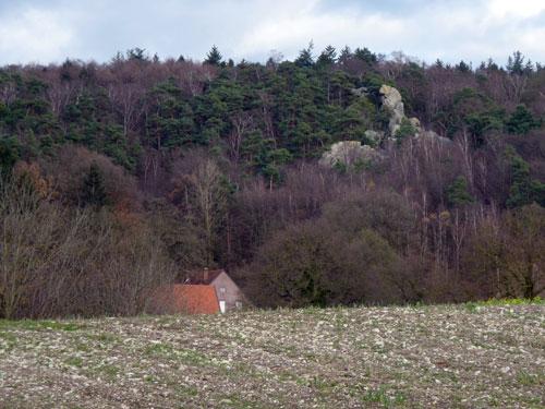 Das Hockendes Weib vanuit het dal gezien