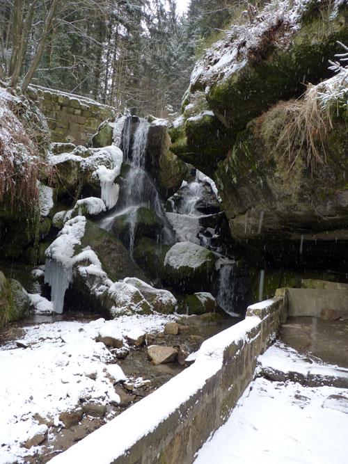 ijspegels bij de Lichtenhainer Wasserfall