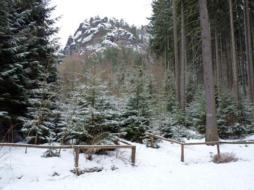 vanuit het bos zien we regelmatig een stukje van de indrukwekkende Affensteine
