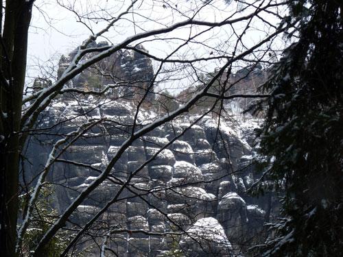 een doorkijkje naar een typische Schrammstein rotswand
