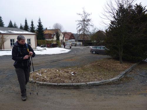 de parkeerplaats aan de rand van Kleingiesshübel