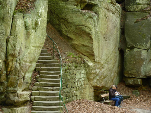 via de trap klimmen we in de volgende kloof