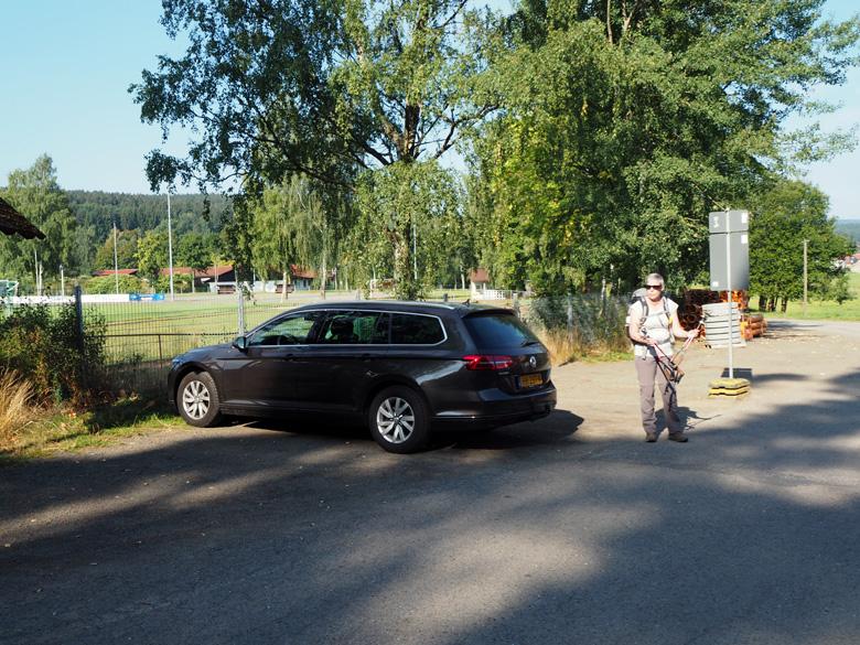we parkeren bij de Sportplatz