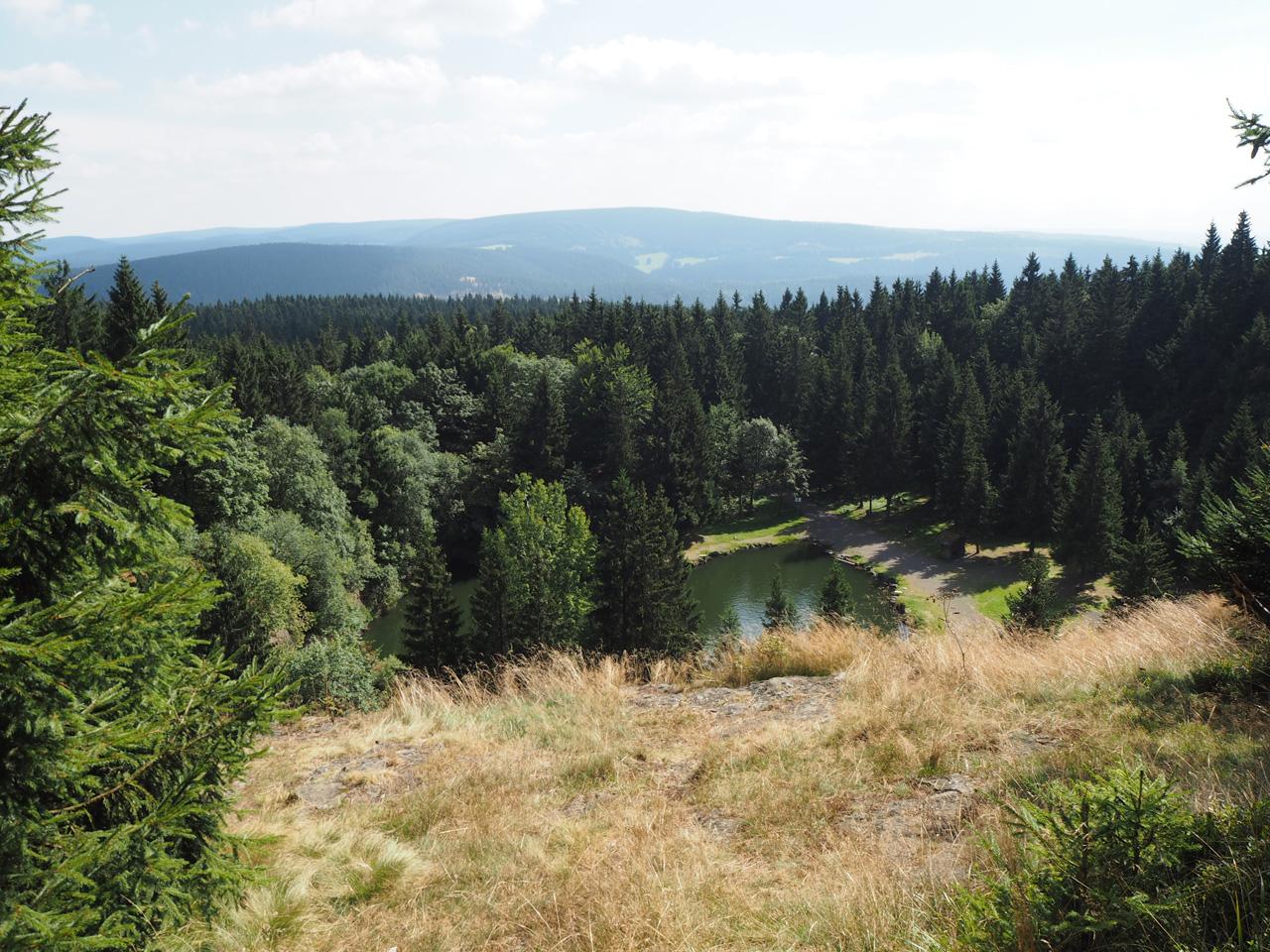 uitzicht over de Bergsee en het Thüringer Wald