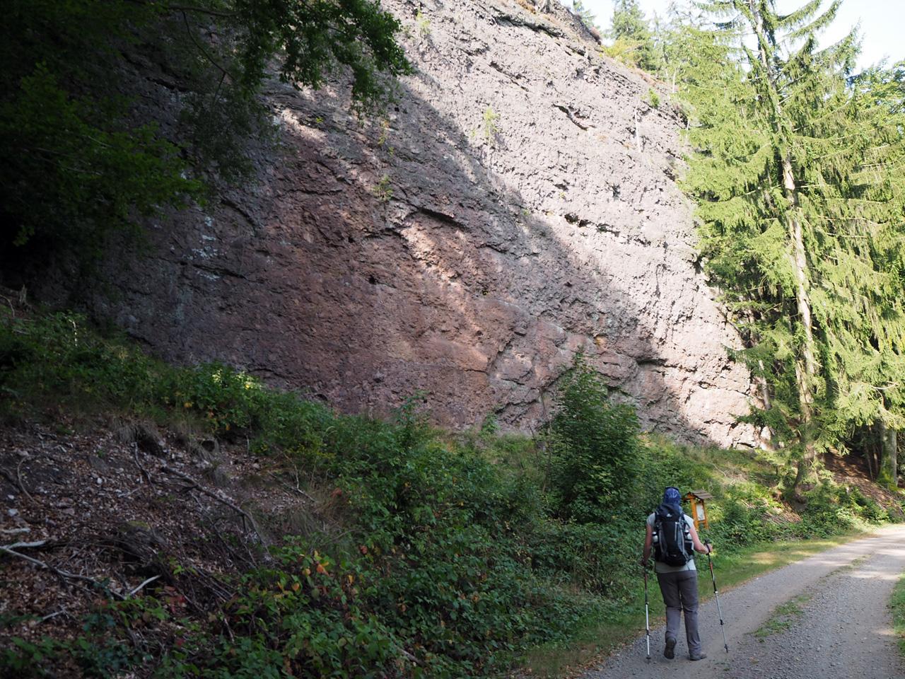 langs de rotsformatie Bielsteine