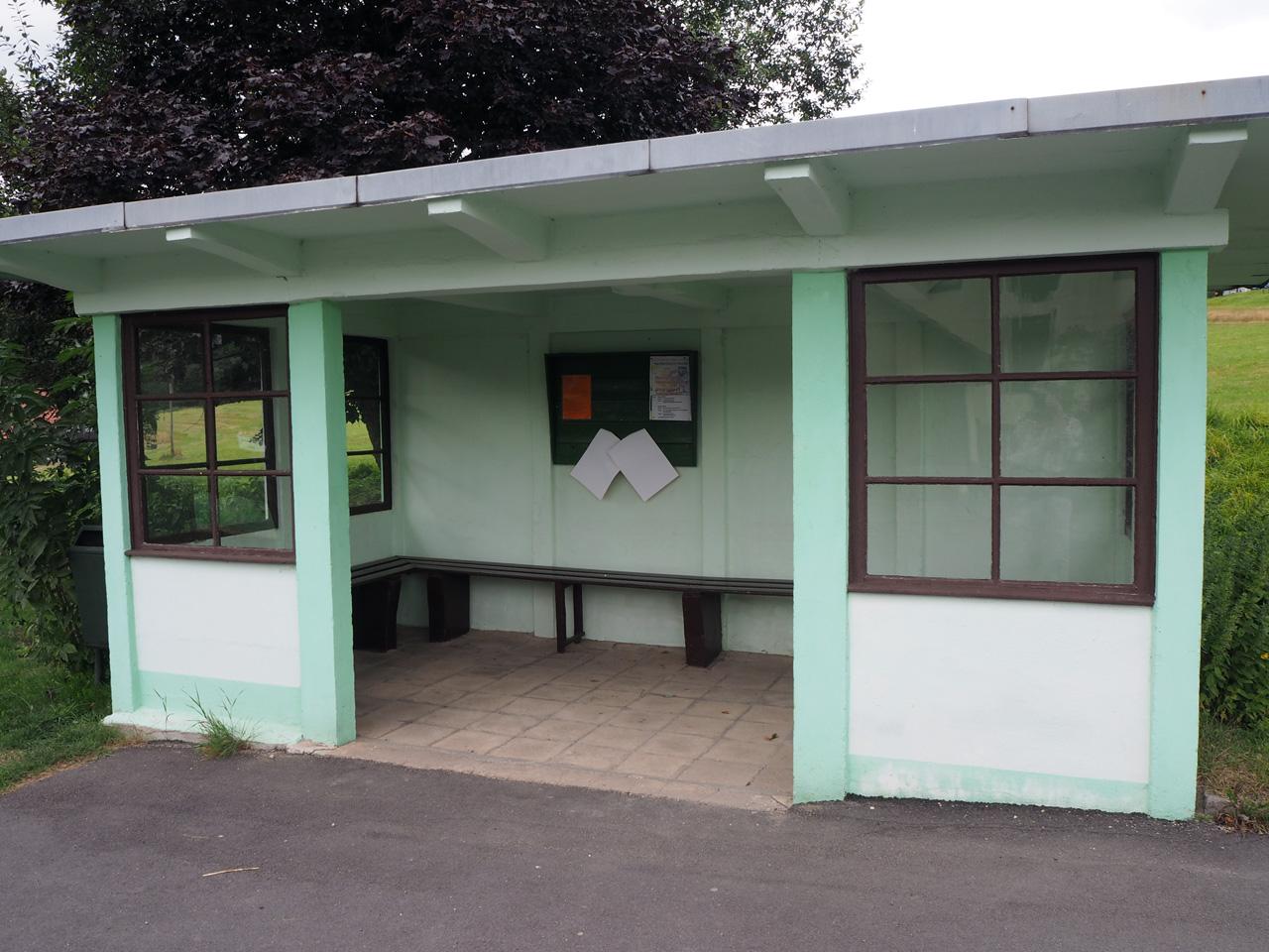 oude DDR bushalte in Vesser