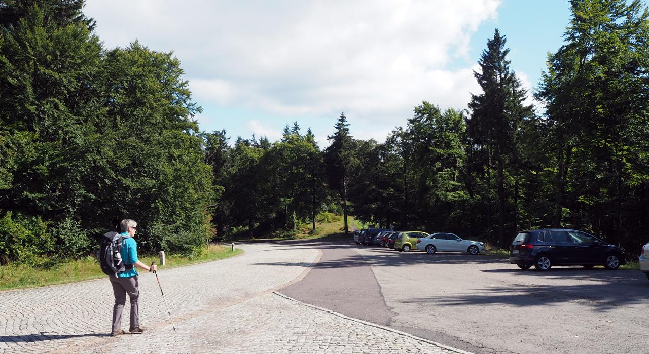 een parkeerplaats op de Gr. Inselsberg