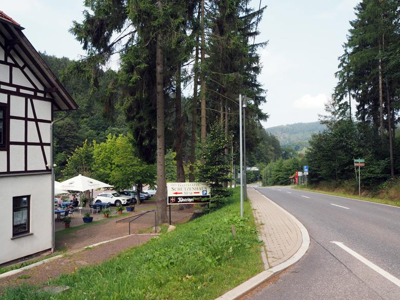 hoofdweg langs Gaststätte Schützenhaus