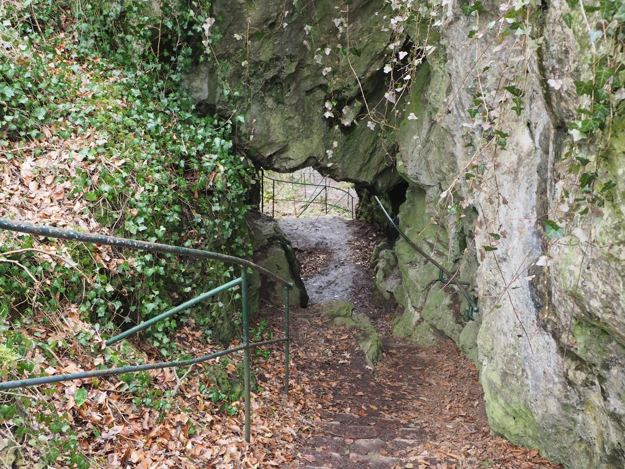 route achter de rotsformatie