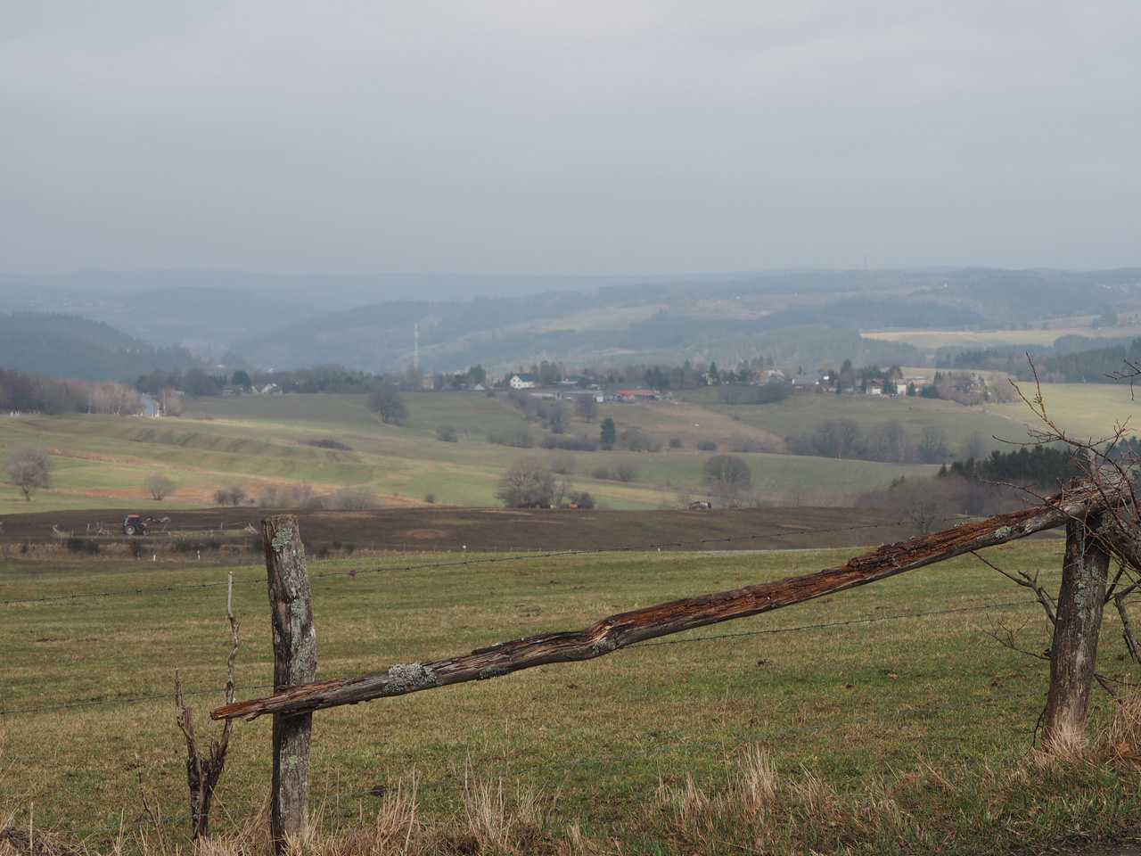 hoog over de toppen van de Eifel