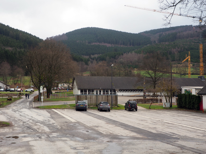 parkeerplaats sportcomplex Saalhausen