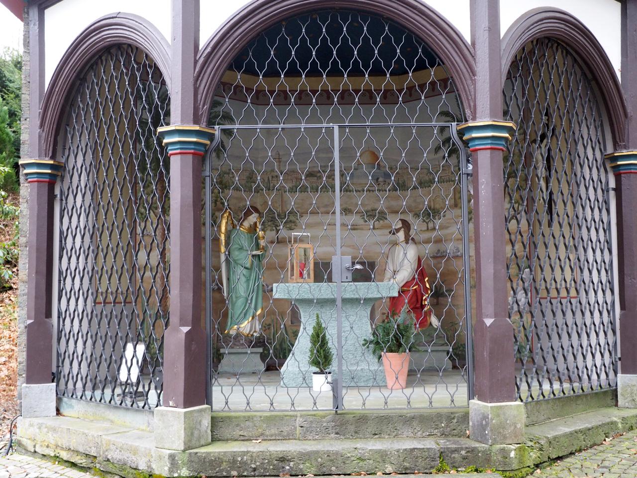Kapel en beeld boven Oberkirchen