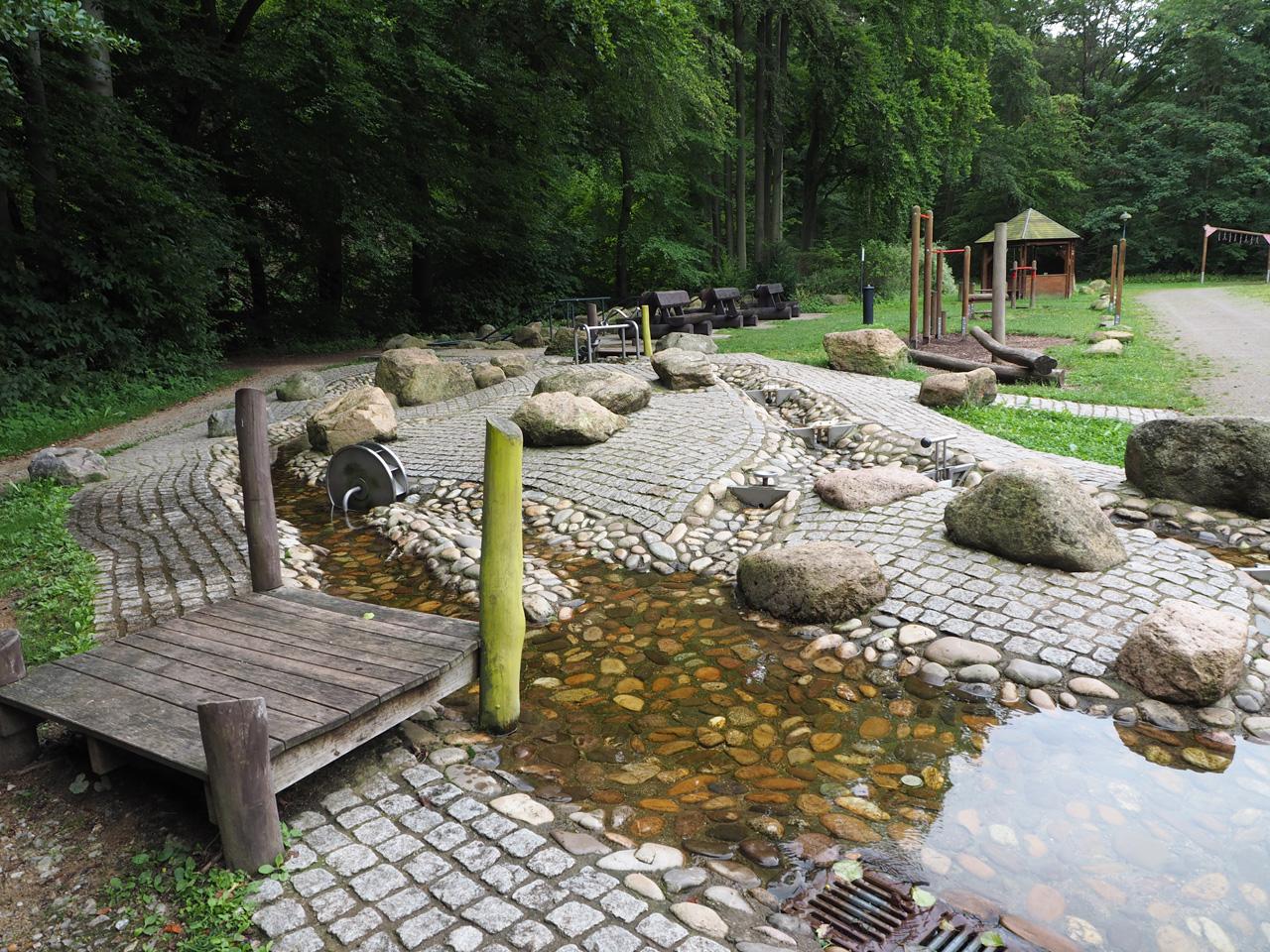 de waterspeelplaats met Wassertrettbad