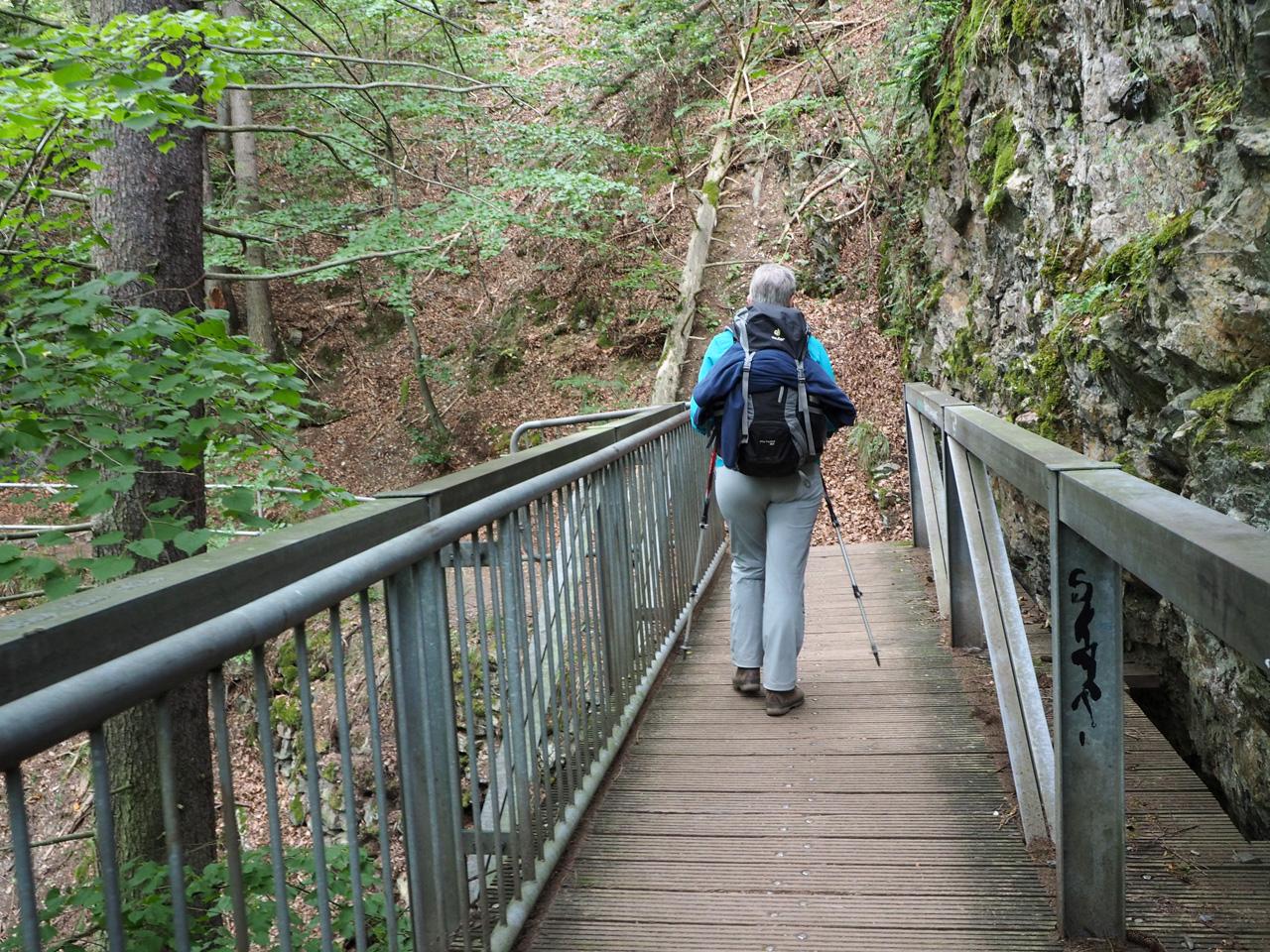 eerste bruggen en trappen