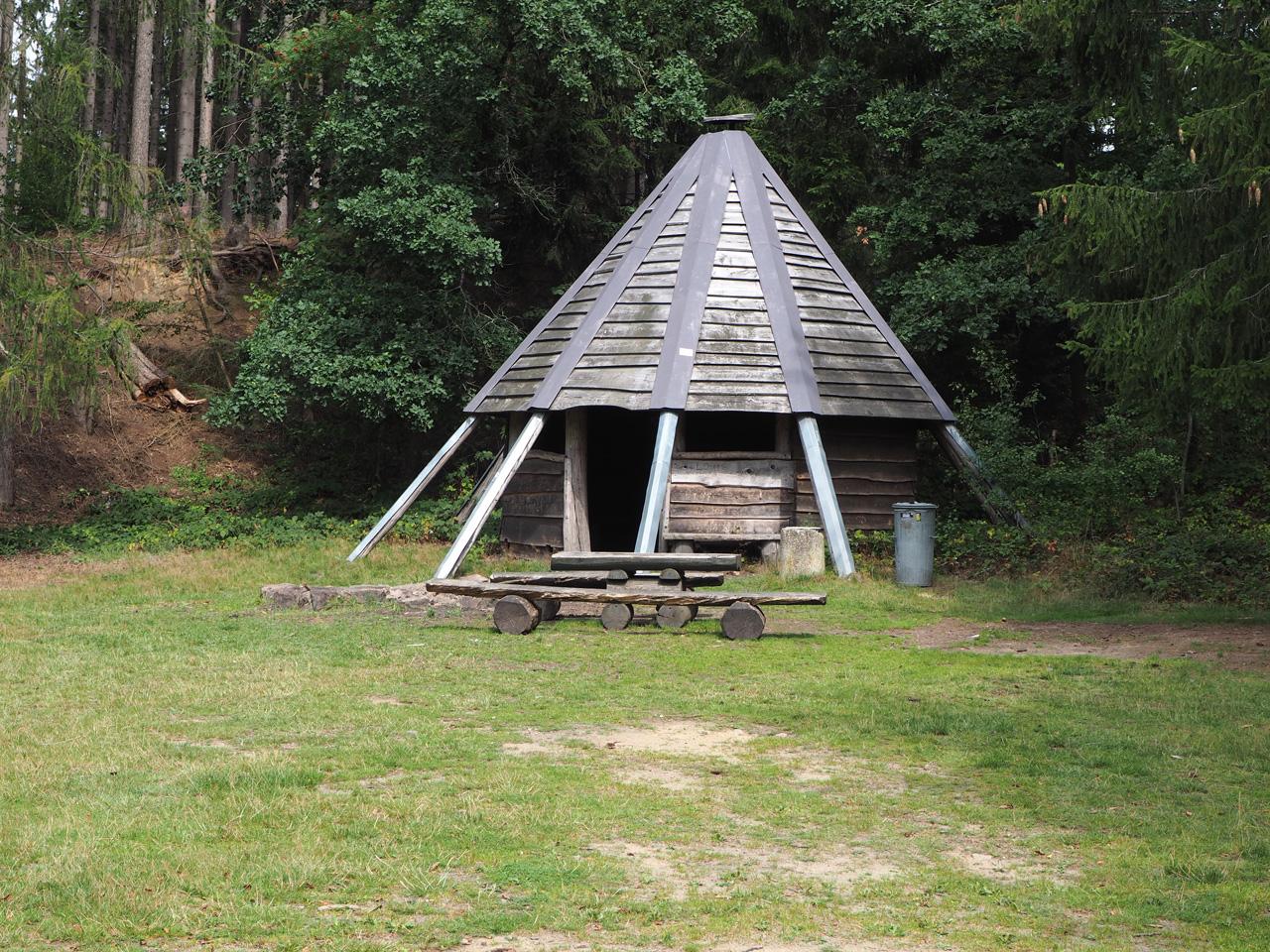de Müller Teich en piramide schuilhut