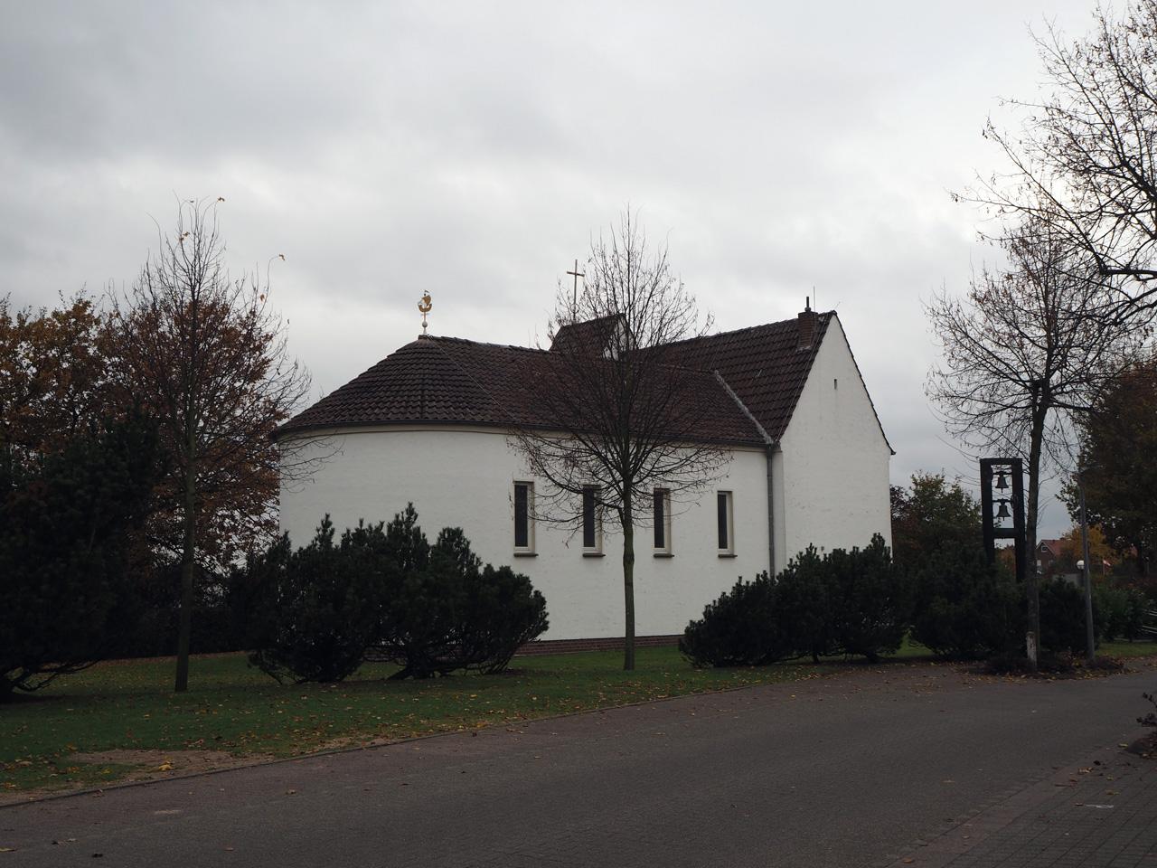 witte kerk bij de blauwe brug in Riesenbeck