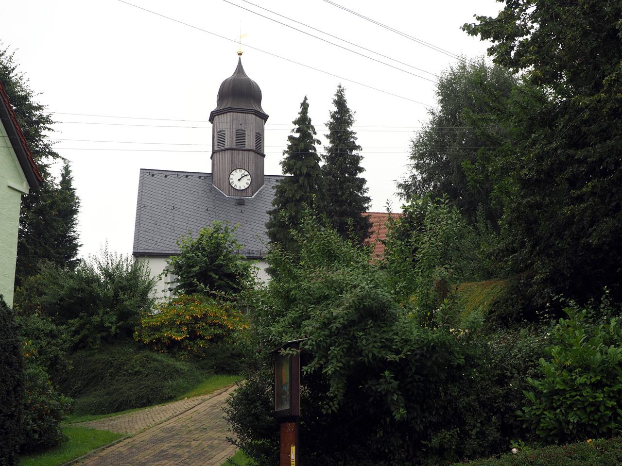 de kerk in het centrum van het dorp