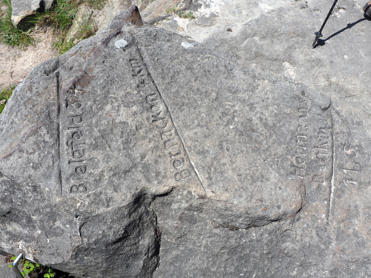 Toren in de steigers foto van Andries, toren gereed foto's van Wouter en Fabiola