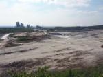 uitzicht op een enorme kalksteengroeve