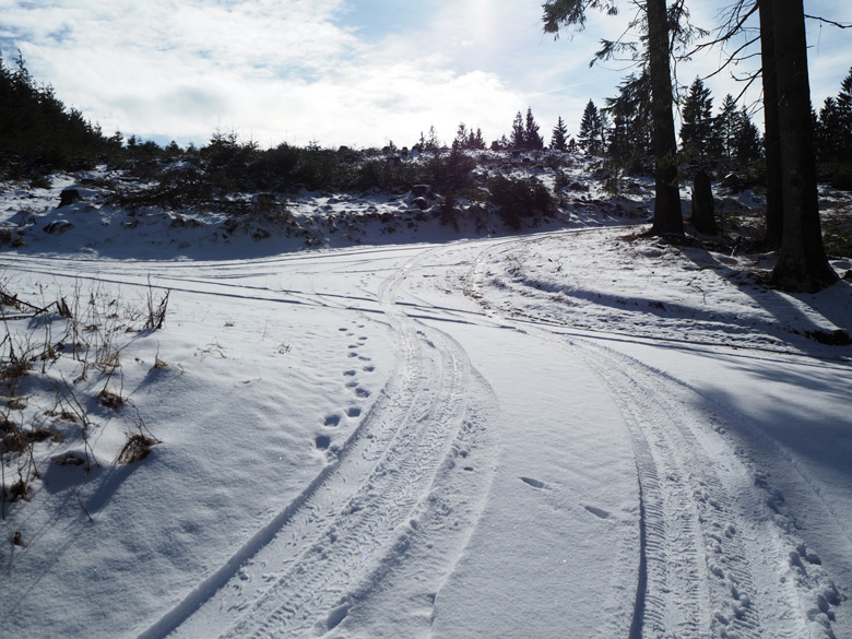 kruispunt boven op de bergrug