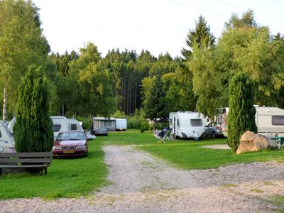 prachtige ruime kampeerplaatsen in het bos