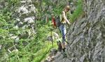 .... meer klimmen en nog smaller pad hoog langs de rotswand