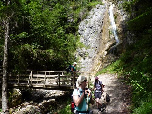 over een smal bergpaadje richting Radnig