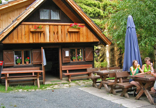 terug bij de Koutschitz Alm genieten we na met een drankje op het terras