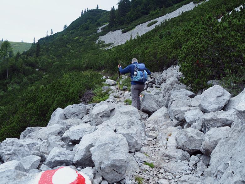 klauteren over rotsblokken