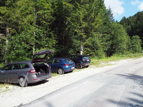 ruime parkeerplaats bij Russbach