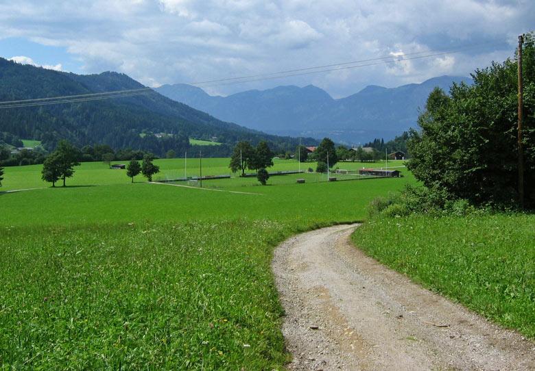 mooi in het groen gelegen sportvelden