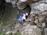 Afdalen doen we door een grot