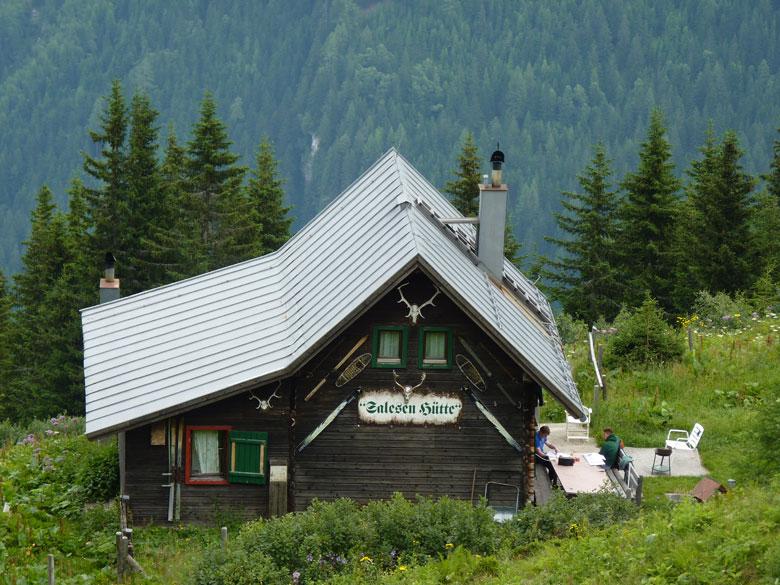 we lopen boven de Salesenhütte langs
