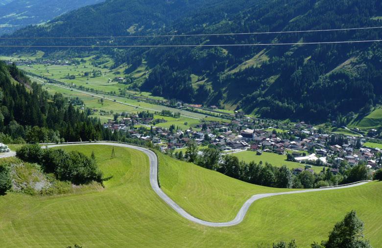de asfaltweg brengt ons terug tot in Dorfgastein