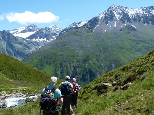 we dalen af langs de mooie Seebach