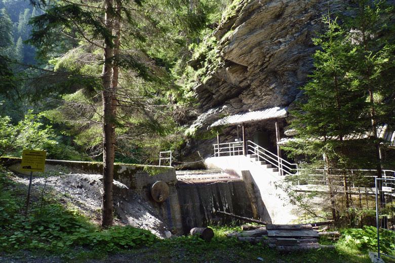 het oude Kraftwerk bij de ingang van de Radurschl-Schlucht