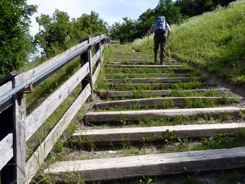 vanaf de brug klimmen we dan omhoog
