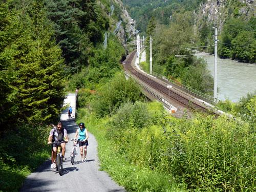 afdaling tot aan de brug over de Pitzbach