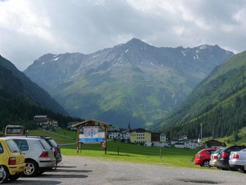 de parkeerplaats net voor Plangeross
