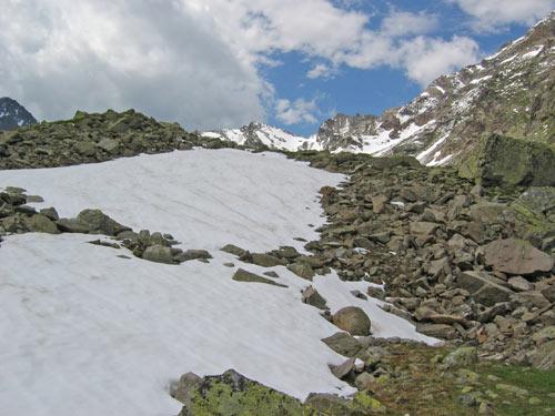 ...een van de vele sneeuwvelden waar we aan langs komen of zelfs moeten oversteken