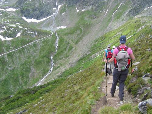dit fraaie pad lopen we helemaal af tot achter in het dal