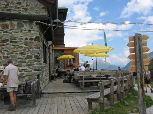 het terras van de Franz-Senn-Hütte