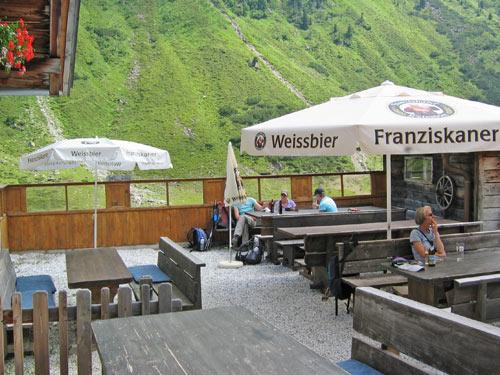 ...en dan een koud drankje bij de Oberrishütte