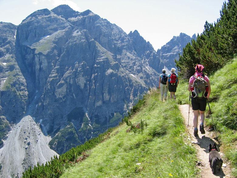 de Panoramaweg met links uitzicht in het Pinnistal